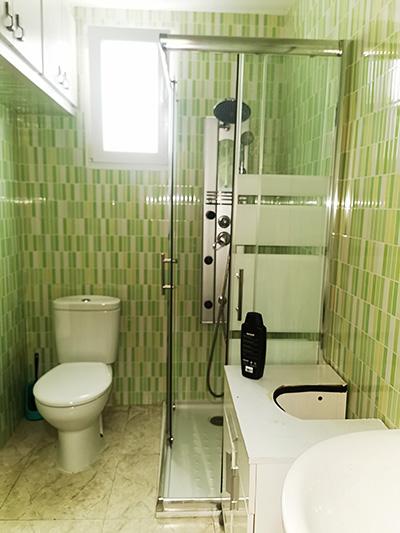 Se vende piso amplio y reformado en Santa Rosa.  - Baño 1