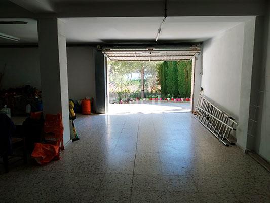 Chalet espacioso a la venta en Alcoy. - Garaje