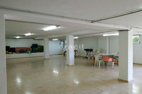 Chalet espacioso a la venta en Alcoy. - Local