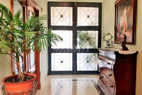 Bonito chalet de 8 habitaciones a la venta en Muro de Alcoy. - Recibidor