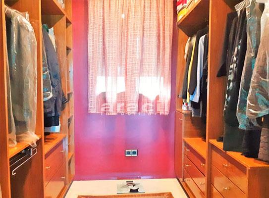 Bonito chalet de 8 habitaciones a la venta en Muro de Alcoy. - Ropero