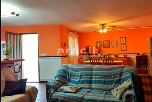 Bonito chalet de 8 habitaciones a la venta en Muro de Alcoy. - Salon-comedor