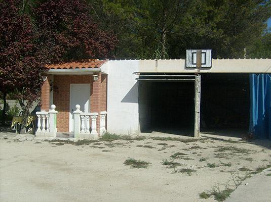Bonito chalet con sauna a la venta en Baradello. - Garajes