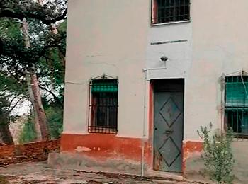 Se vende casa de campo para restaurar.