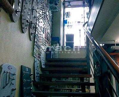 Local/ferretería de grandes dimensiones a la venta o alquiler con traspaso en el Centro de Alcoy. - Escaleras 5