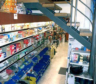 Local/ferretería de grandes dimensiones a la venta o alquiler con traspaso en el Centro de Alcoy. - Pasillo 2