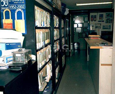 Local/ferretería de grandes dimensiones a la venta o alquiler con traspaso en el Centro de Alcoy. - Pasillo