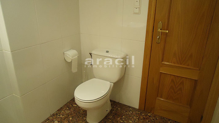 Se vende local oficina con aire acondicionado en Alcoy. - Baño