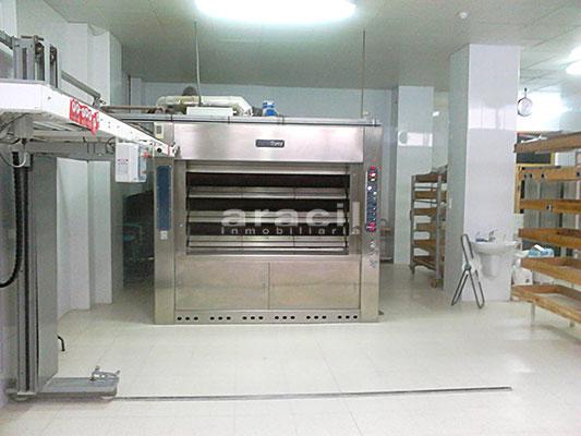 Local comercial/horno de grandes dimensiones a la venta en Alcoy. - Sala
