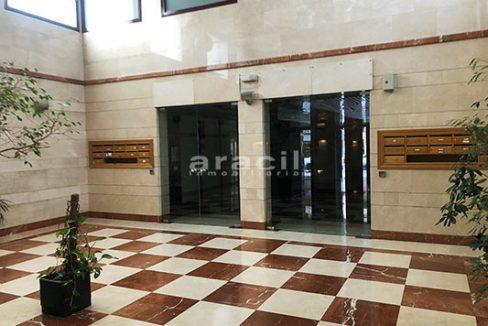 A la venta dos amplias oficinas divisibles en Ensanche. - Recepcion 2