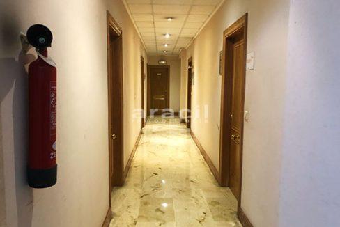 A la venta dos amplias oficinas divisibles en Ensanche. - Pasillo 2