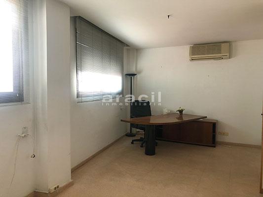A la venta dos amplias oficinas divisibles en Ensanche. - Oficina