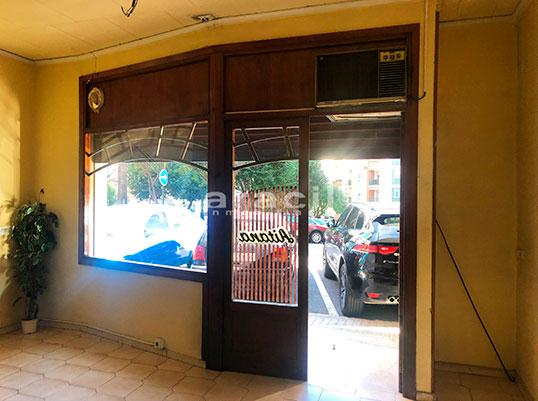 Local comercial/heladería a la venta en Santa Rosa. - Entrada