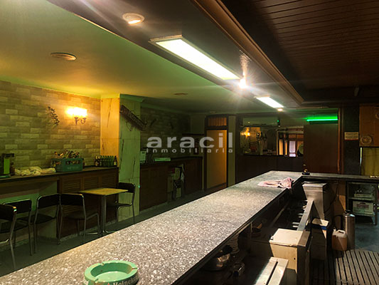 Local adaptado para hostelería a la venta en el centro. - Barra