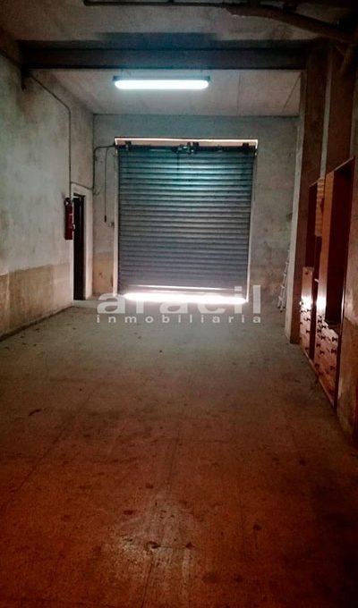Extenso local comercial/garaje a la venta en la zona Ensanche. - Entrada