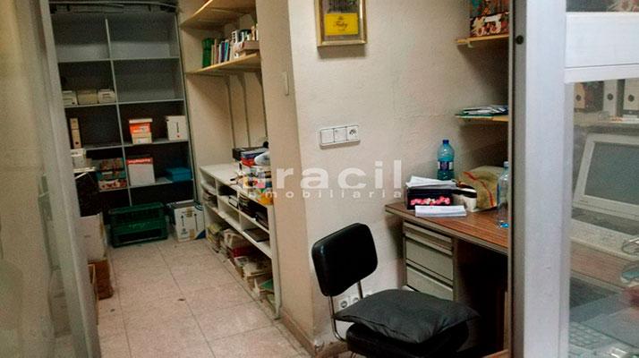 Extenso local comercial/garaje a la venta en la zona Ensanche. - Despacho