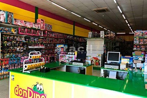 Local comercial de grandes dimensiones a la venta en la salida de Alcoy. - Mostrador