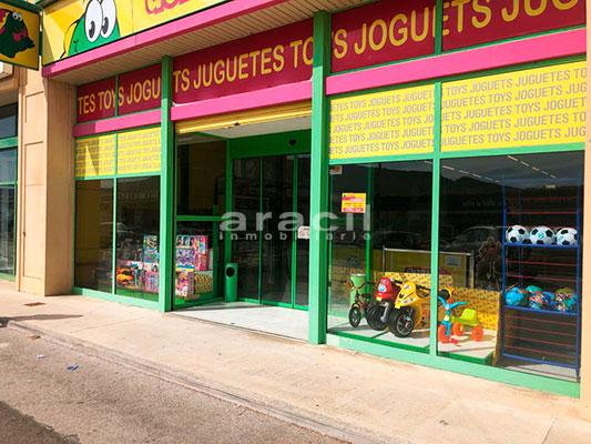 Local comercial de grandes dimensiones a la venta en la salida de Alcoy. - Entrada