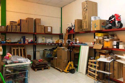 Local comercial de grandes dimensiones a la venta en la salida de Alcoy. - Almacén