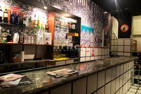 Gran local adaptado para bar/cafetería a la venta en el Centro de Alcoy. - Barra 7