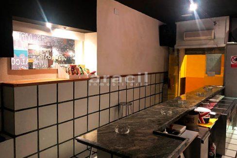 Gran local adaptado para bar/cafetería a la venta en el Centro de Alcoy. - Barra 6