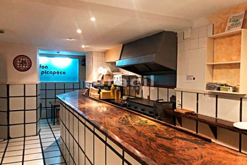 Gran local adaptado para bar/cafetería a la venta en el Centro de Alcoy. - Barra 2