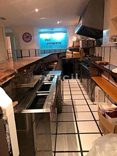 Gran local adaptado para bar/cafetería a la venta en el Centro de Alcoy. - Barra
