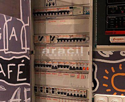 Gran local adaptado para bar/cafetería a la venta en el Centro de Alcoy. - Control