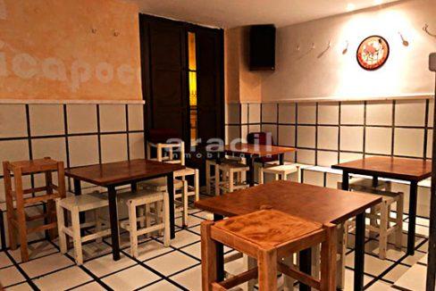 Gran local adaptado para bar/cafetería a la venta en el Centro de Alcoy. - Sala 2