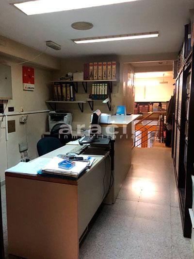 Local/ferretería de grandes dimensiones a la venta o alquiler con traspaso en el Centro de Alcoy. - Oficina
