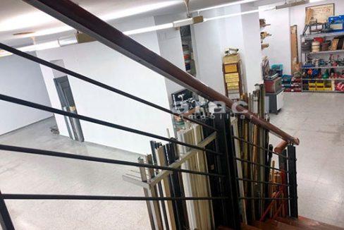 Local/ferretería de grandes dimensiones a la venta o alquiler con traspaso en el Centro de Alcoy. - Escaleras 4
