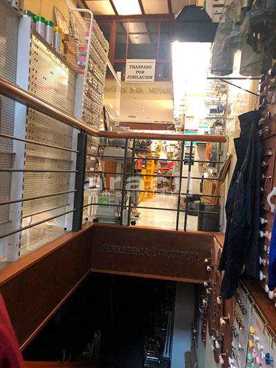 Local/ferretería de grandes dimensiones a la venta o alquiler con traspaso en el Centro de Alcoy. - Escaleras 2