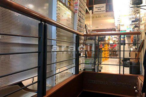 Local/ferretería de grandes dimensiones a la venta o alquiler con traspaso en el Centro de Alcoy. - Escaleras