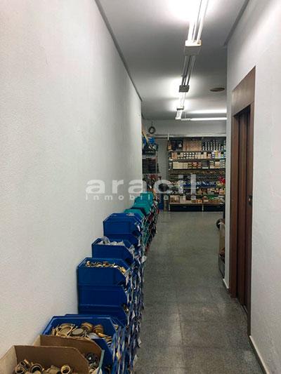 Local/ferretería de grandes dimensiones a la venta o alquiler con traspaso en el Centro de Alcoy. - Planta baja
