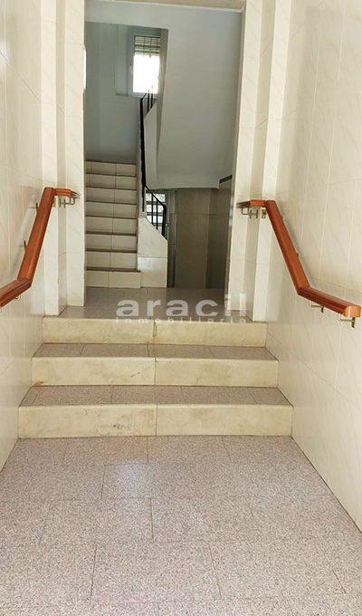 Amplio piso a la venta en Alcoy. - Entrada