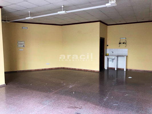 Amplio local comercial en alquiler en Santa Rosa. - Sala