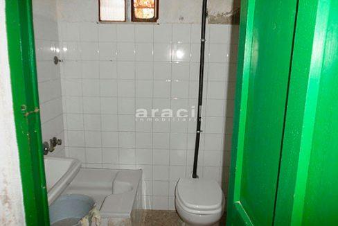 Singular masía de gran tamaño a la venta en Alcoy. - baño