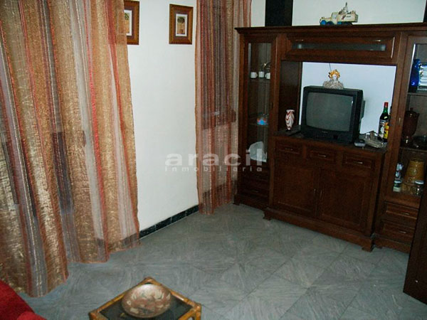 A la venta piso a buen precio en Santa Rosa. - salon