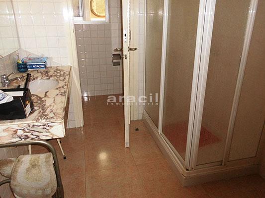En venta bonito piso con hermosas vistas en Santa Rosa. - baño1