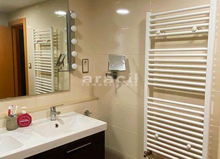 Bonito piso moderno reformado a la venta en Santa Rosa. - baño4