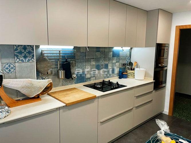 Bonito piso moderno reformado a la venta en Santa Rosa. - cocina3