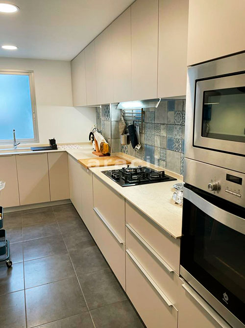 Bonito piso moderno reformado a la venta en Santa Rosa. - cocina4