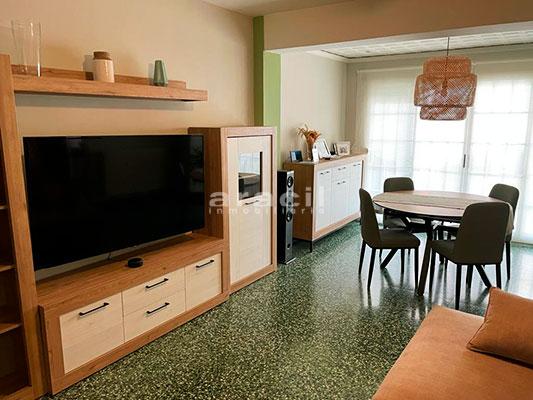 Bonito piso moderno reformado a la venta en Santa Rosa. - comedor2